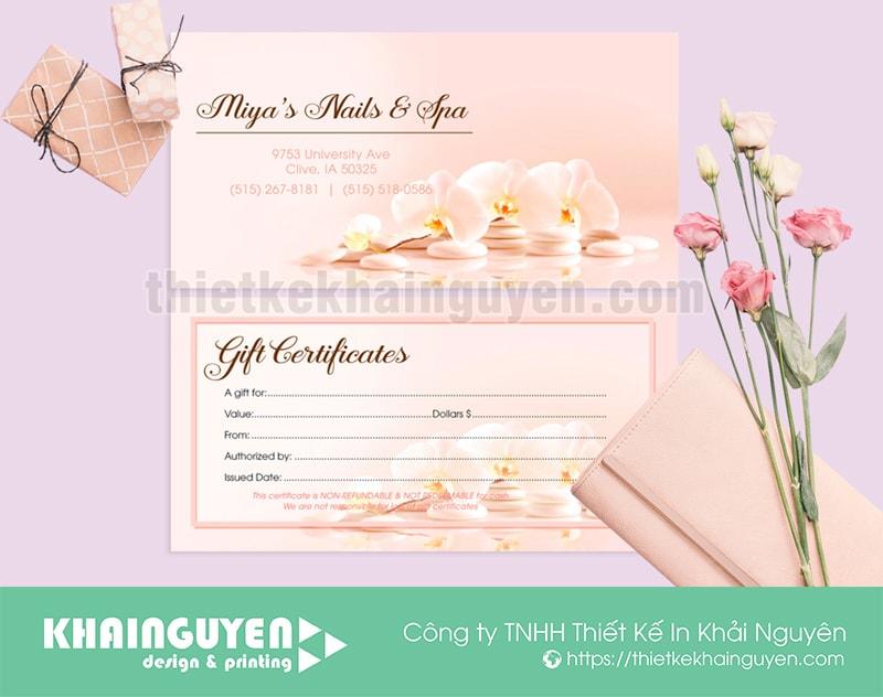 Làm phiếu quà tặng giá rẻ với giấy couche bóng.