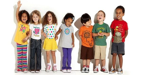 mẫu catalogue quần áo trẻ em giòn tan