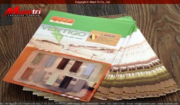 thiết kế catalogue sàn gỗ với tone nền xanh lá