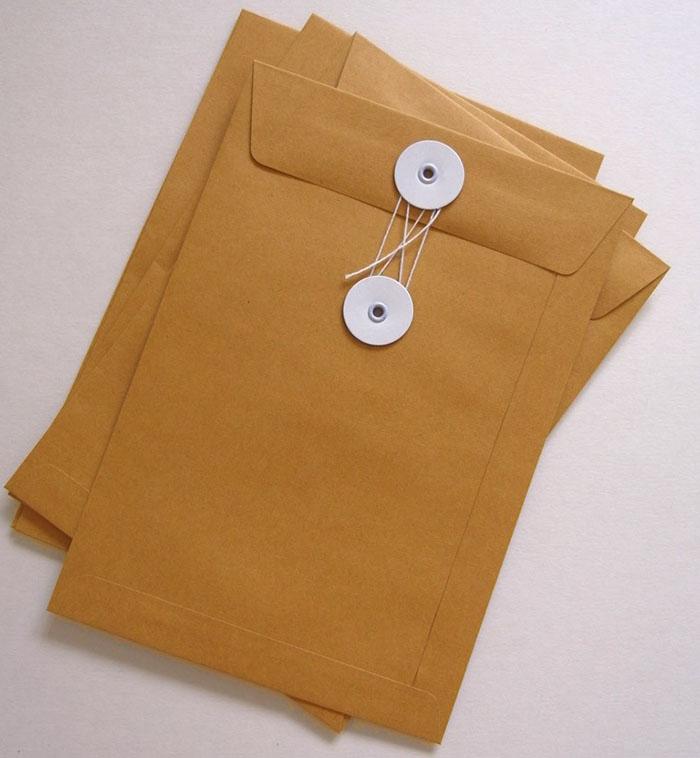 In bao thư giấy kraft cỡ lớn có gắn nút