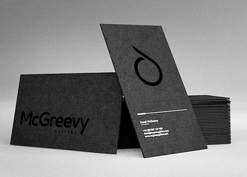 In name card màu đen pha - dập chìm logo