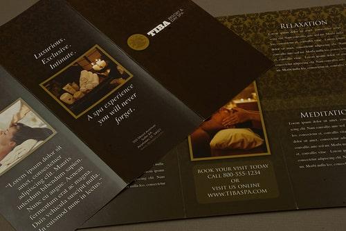 Mẫu in brochure màu đen huyền bí