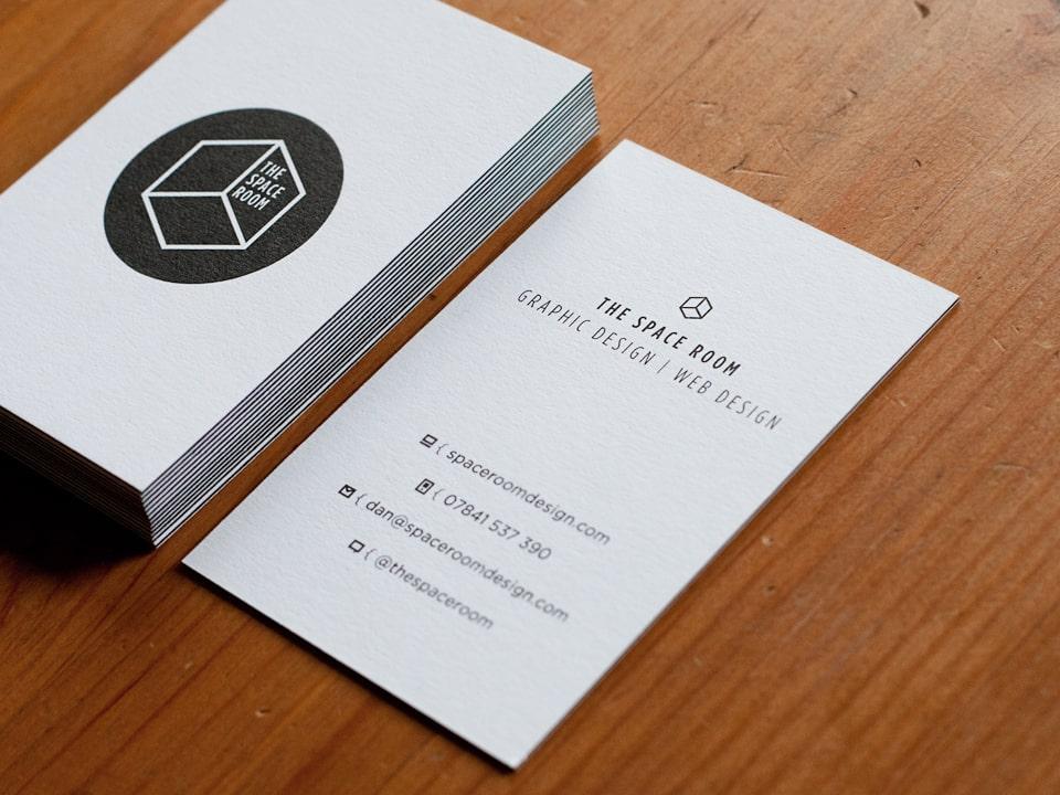 Mẫu in card visit bồi 3D màu đen với thiết kế đơn giản