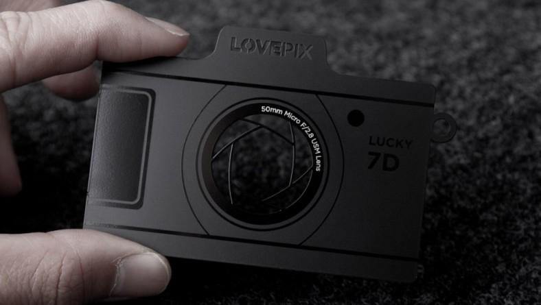 In card visit hình chiếc máy ảnh và các laser công nghệ cao