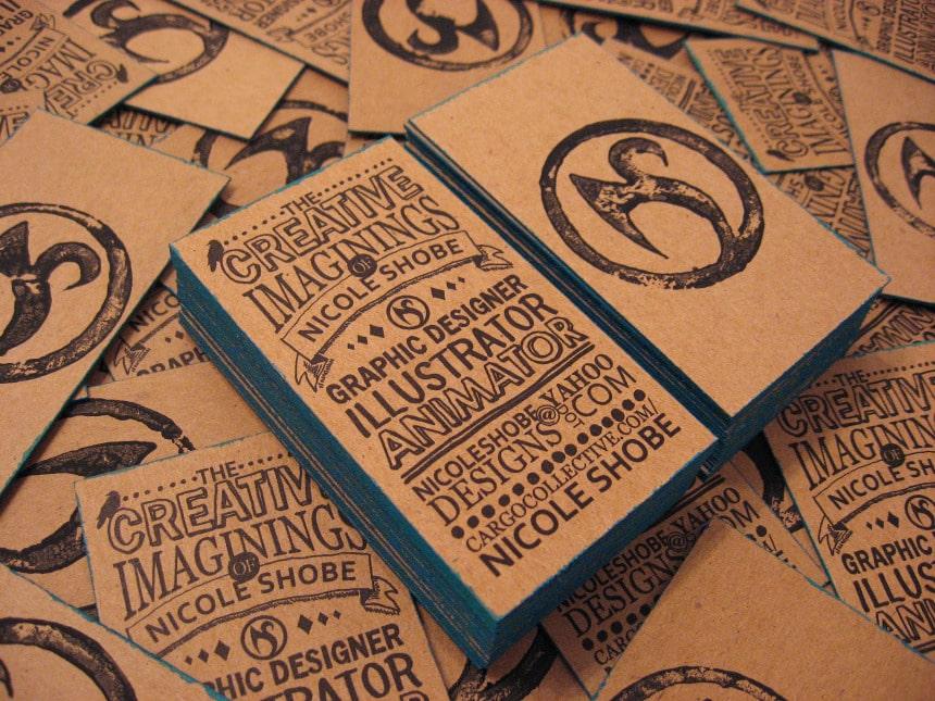 In card visit giấy kraft với thiết kế typography
