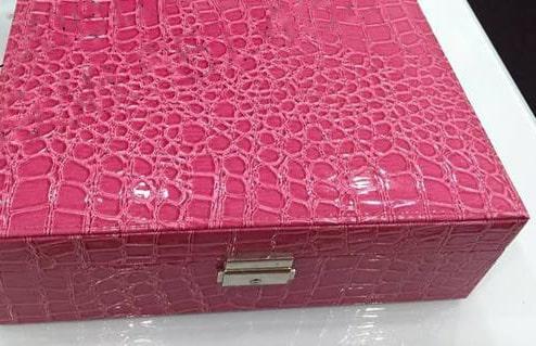 Hộp da cá sấu màu hồng cực đẹp