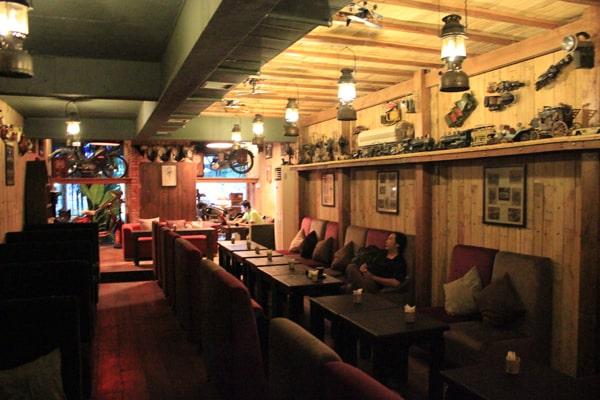 Không gian mộc mạc cafe Hi End