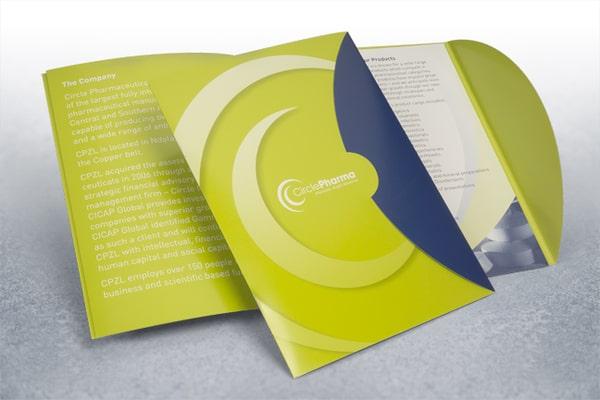 in brochure kết hợp với folder