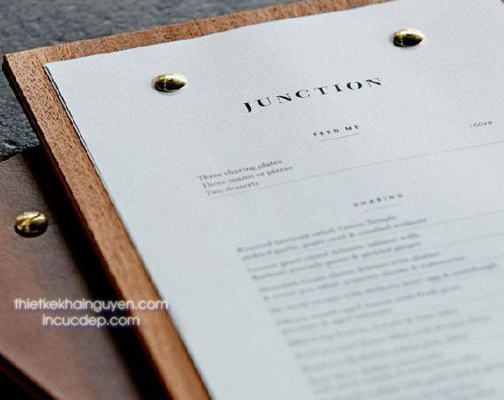 In menu gỗ dạng 1 tờ. Sử dụng nẹp mắt cáo