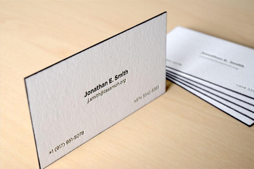 Mẫu card visit phủ viền cạnh màu đen rất đặc biệt