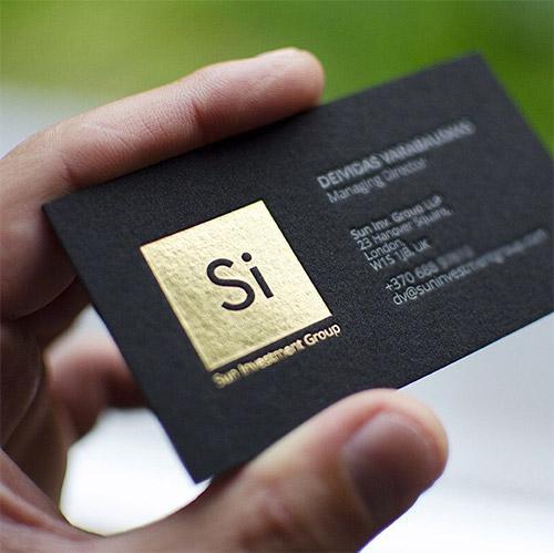 Card visit ép kim vàng trên giấy đen