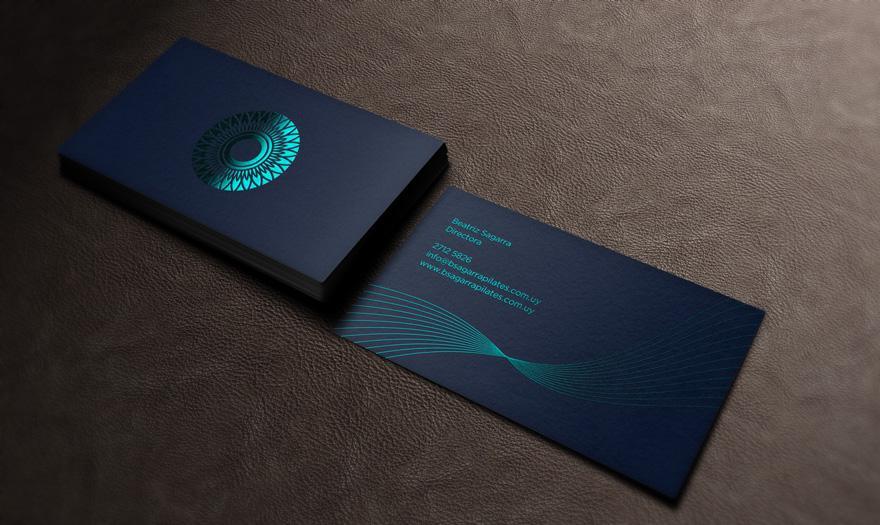 Màu xanh của biển ép kim trên giấy đen