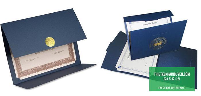 Làm giấy khen dạng gấp như folder