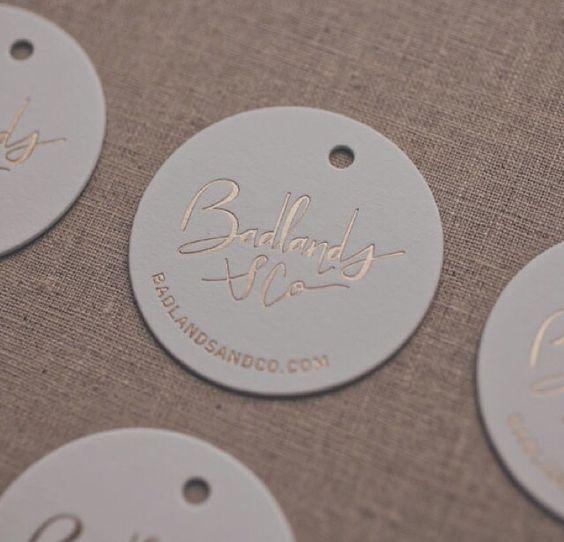Thiết kế mẫu in tag treo quần áo đẹp hình tròn