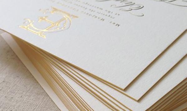 Mẫu giấy dày sẽ khiến thiệp mời sang trọng và đẹp hơn