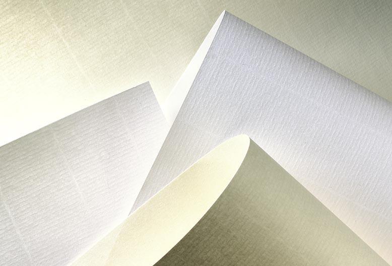 Thuộc dòng giấy laid sang trọng. Bộ thiệp mời in trên chất liệu này cho cảm giác trang nhã và sang trọng