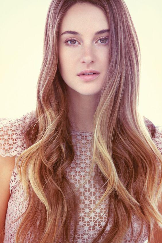 Hình ảnh ấn tượng cho mẫu in voucher đẹp cho salon tóc
