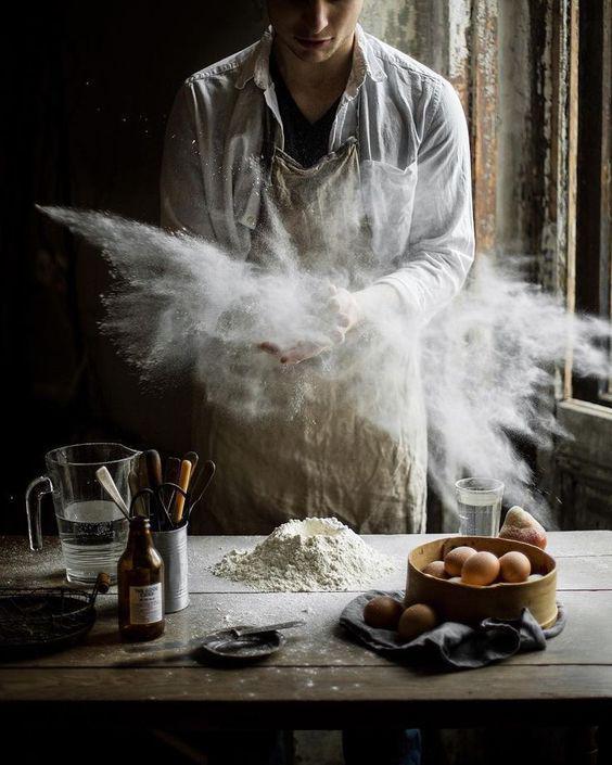 Hình ảnh hút hồn trên mẫu in tờ rơi đẹp cho tiệm bánh mỳ