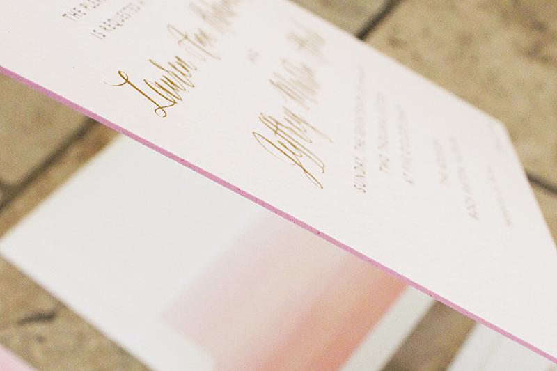 Bộ thiệp mời sự kiện ép kim luôn có độ dày chuẩn mực tạo nên sự sang trọng cho tấm thiệp