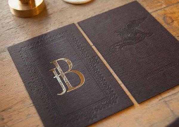 Danh thiếp giấy mỹ thuật màu đen kết hợp ép kim và dập chìm