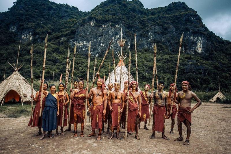 Hãy lưu lại nét văn hóa, vẻ đẹp của người dân địa phương nơi ta đến