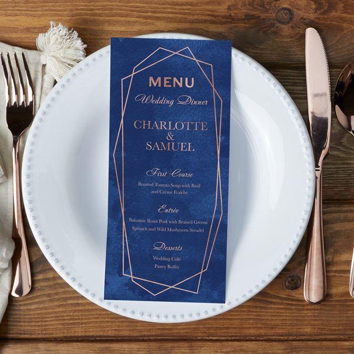 In menu tiệc cưới cao cấp với công nghệ ép kim