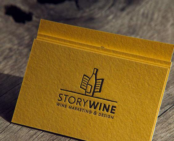 Mẫu name card ép kim đen trên giấy mỹ thuật màu vàng