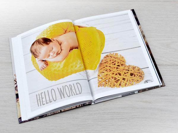 """""""Hello World"""" Mẫu sách photobook trẻ em lưu giữ kỷ niệm đầu đời của con bạn"""