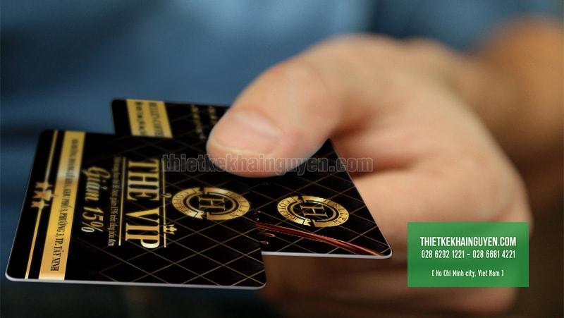 Thẻ VIP Coffee - H Coffee với tone màu đen vàng ấn tượng
