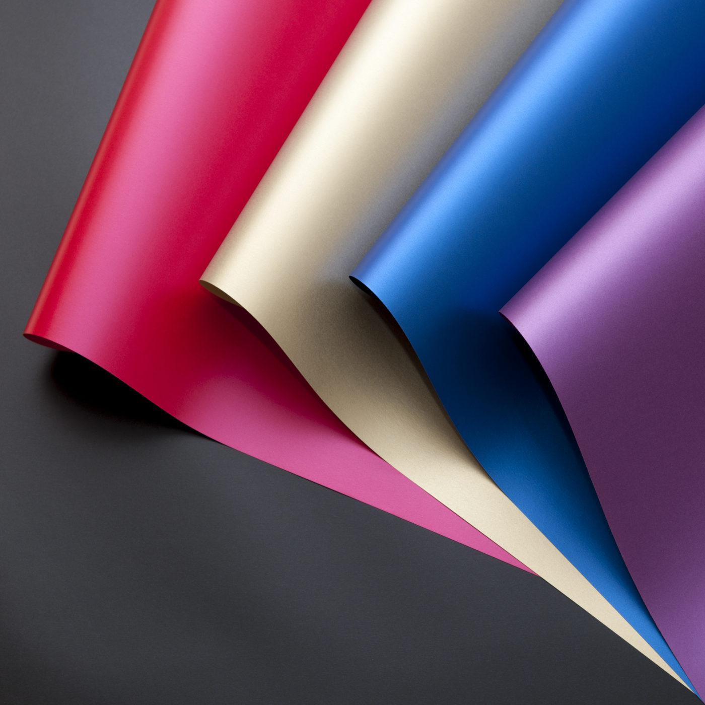 Được làm từ sợi tơ lụa không chứa Clo. Mịn màng một cách quyến rũ.
