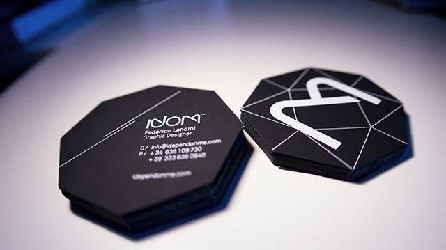 Bế card visit hình lục giác giúp tổng thể bắt mắt hơn