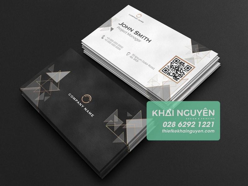 Làm nổi bật QR như một phần của thiết kế name card