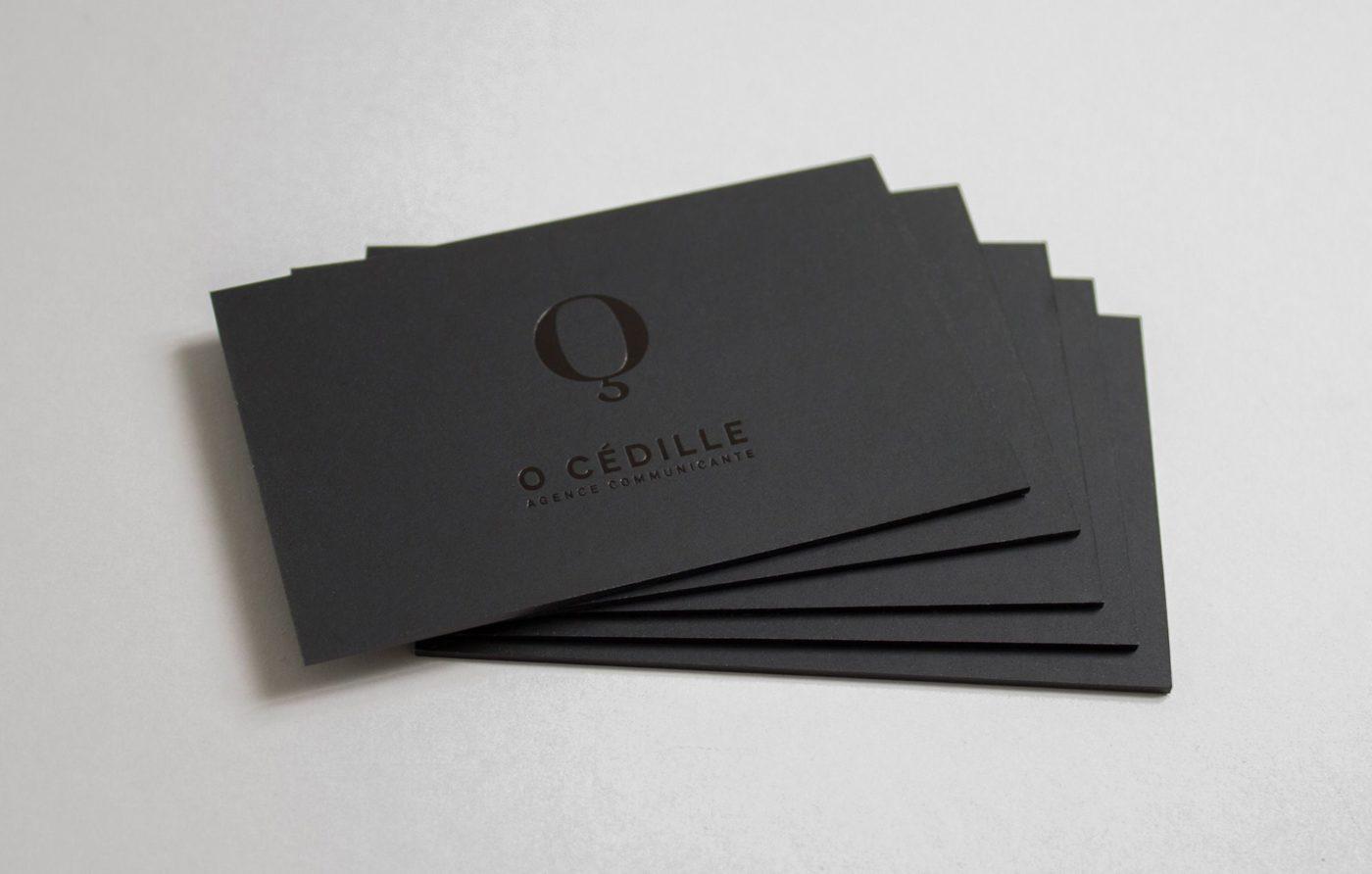 Namecard đặc biệt hơn với phương pháp ép kim đen trên giấy đen