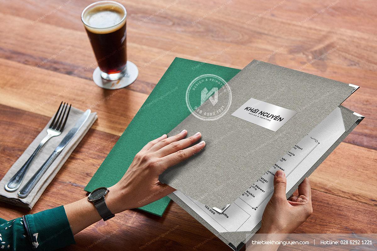 Cuốn thực đơn sang trọng giúp món ăn thêm phần hấp dẫn