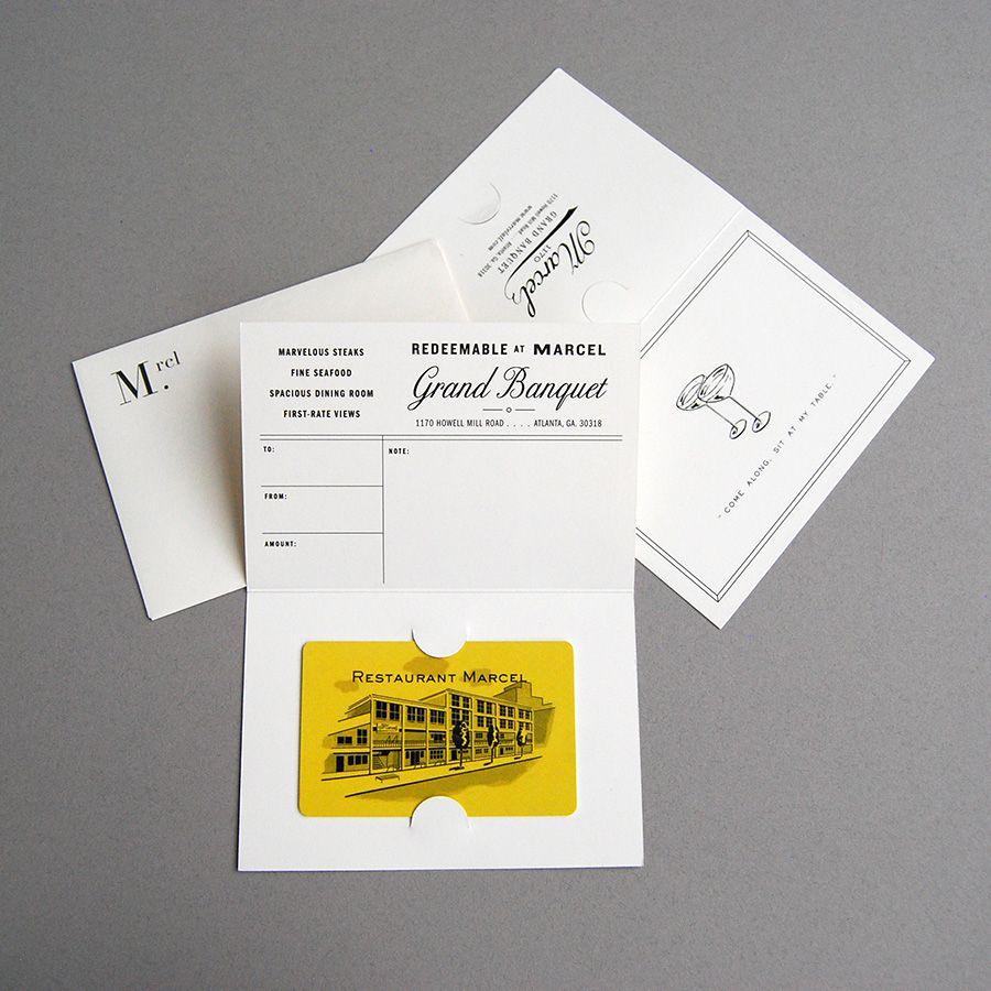 Mẫu gift card đơn giản nhưng sang trọng không kém.