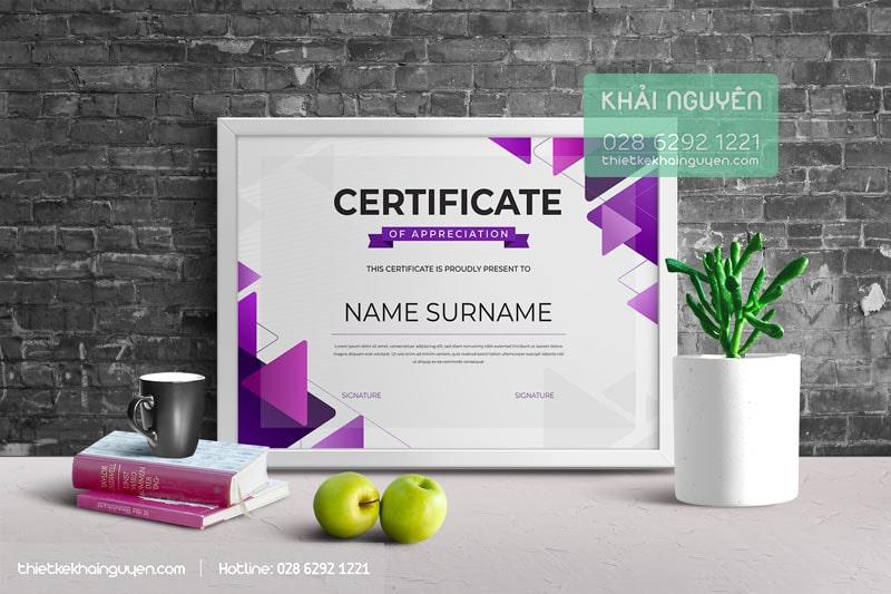 8621565-Bảng thiết kế giấy chứng nhận với tone màu tím