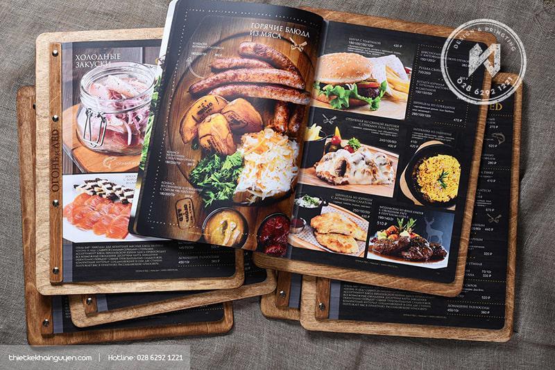 Kiểu in menu gỗ kết hợp với thiết kế thực đơn Nga