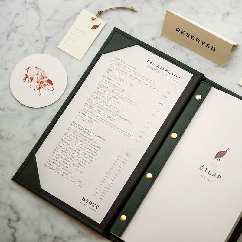 In menu da với kích thước khổ lỡ 18x29cm.
