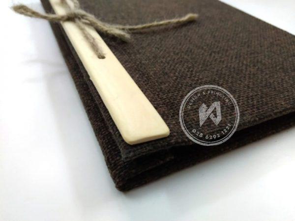 Gáy menu vải làm từ gỗ tự nhiên