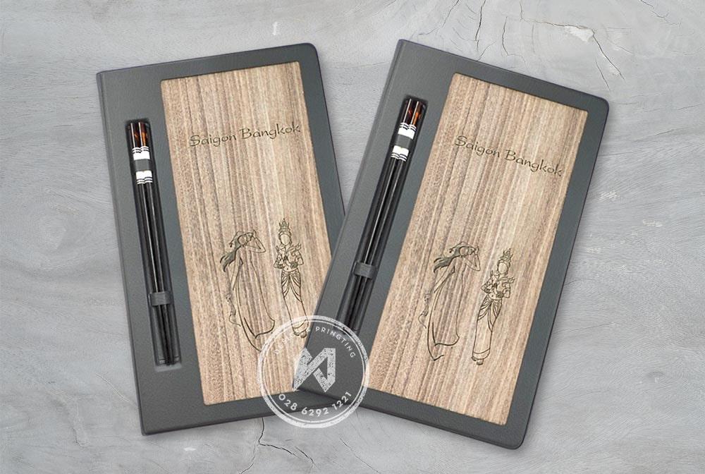 Bìa menu gỗ nhà hàng Sài Gòn BangKok