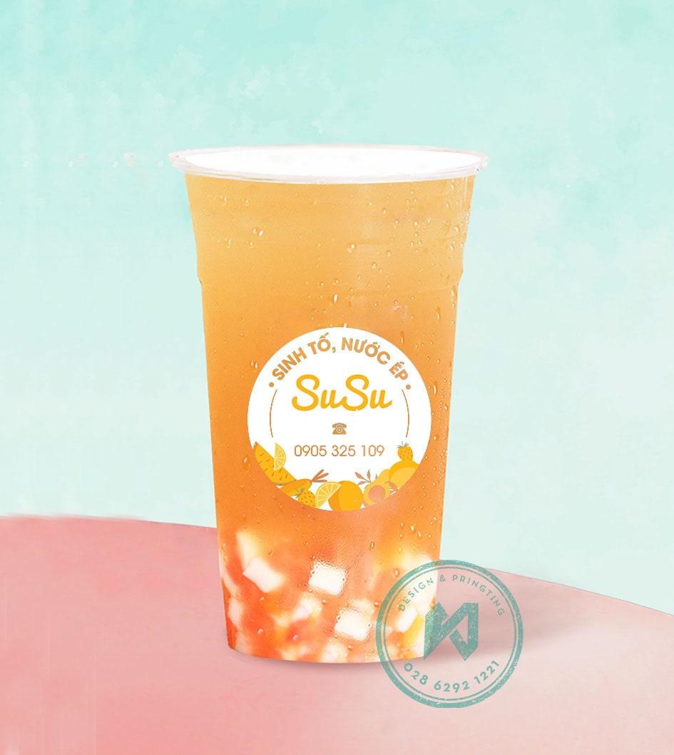 Làm logo dán ly sinh tố nước ép SUSU