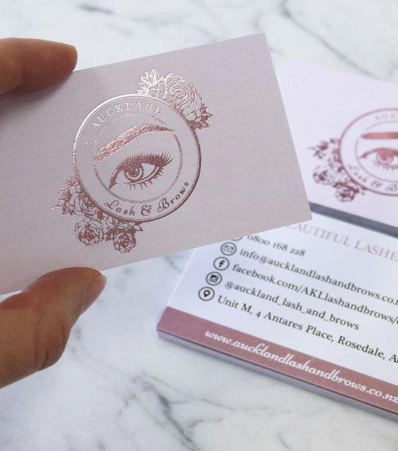 In card visit ép kim ấn tượng cho tiệm Nails