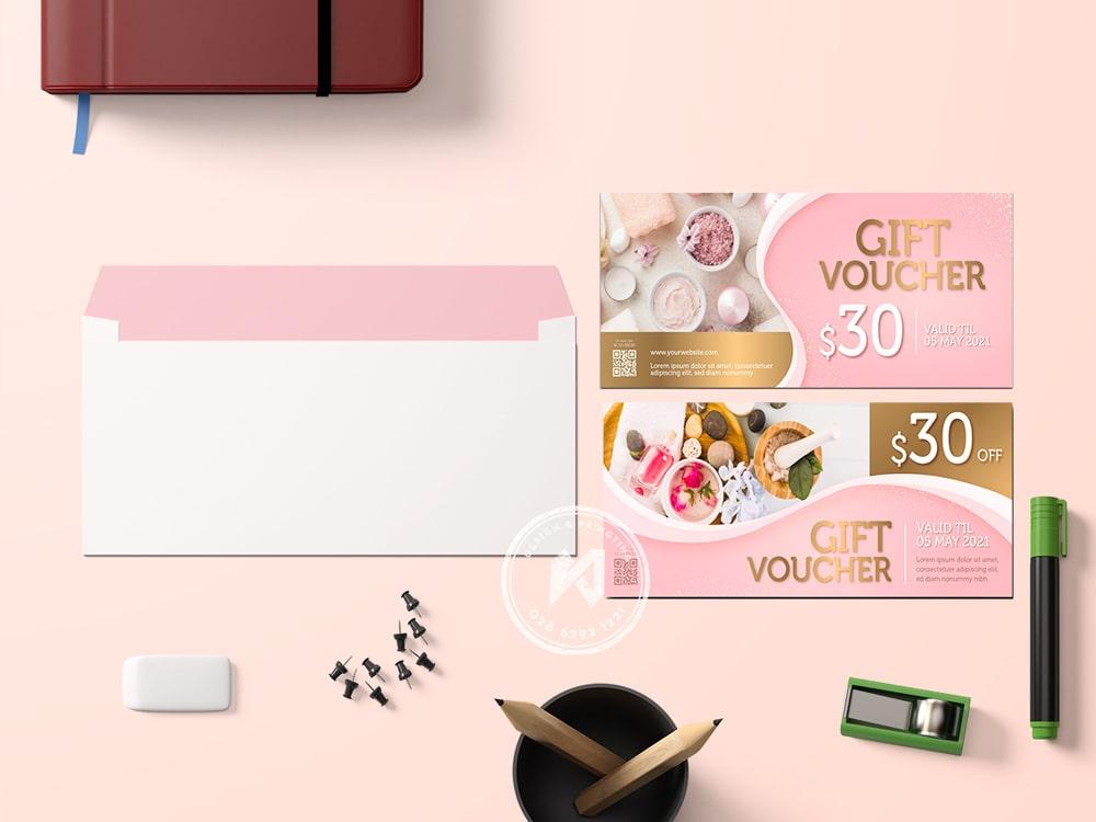 Mẫu voucher nails spa màu hồng dễ thương
